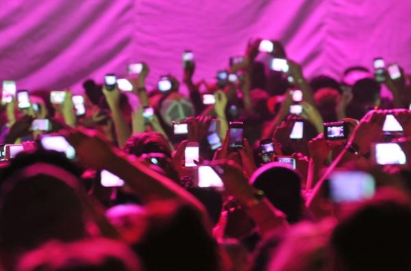 smartphones at concert